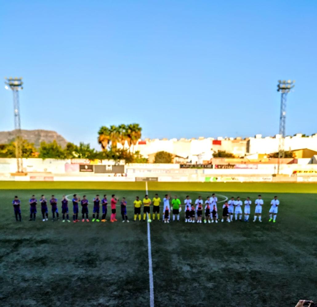 alumnos de BSX con los jugadores del CD Olímpic de Xàtiva